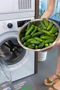 1. Špinavé okurky dejte do pračky